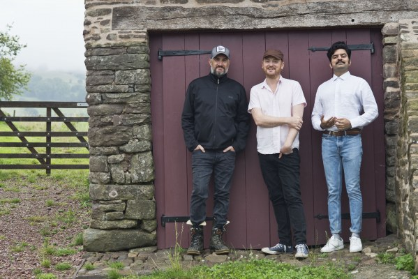 "Yorkston/Thorne/Khan dévoilent un nouveau titre ""The Shearing's Not For You"""