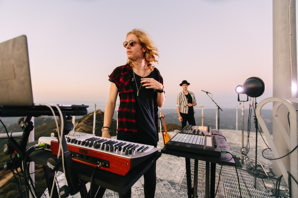 """Bob Moses announce live album, 'Falling Into Focus – Live 2020', with  exclusive live band version of """"Desire"""" 