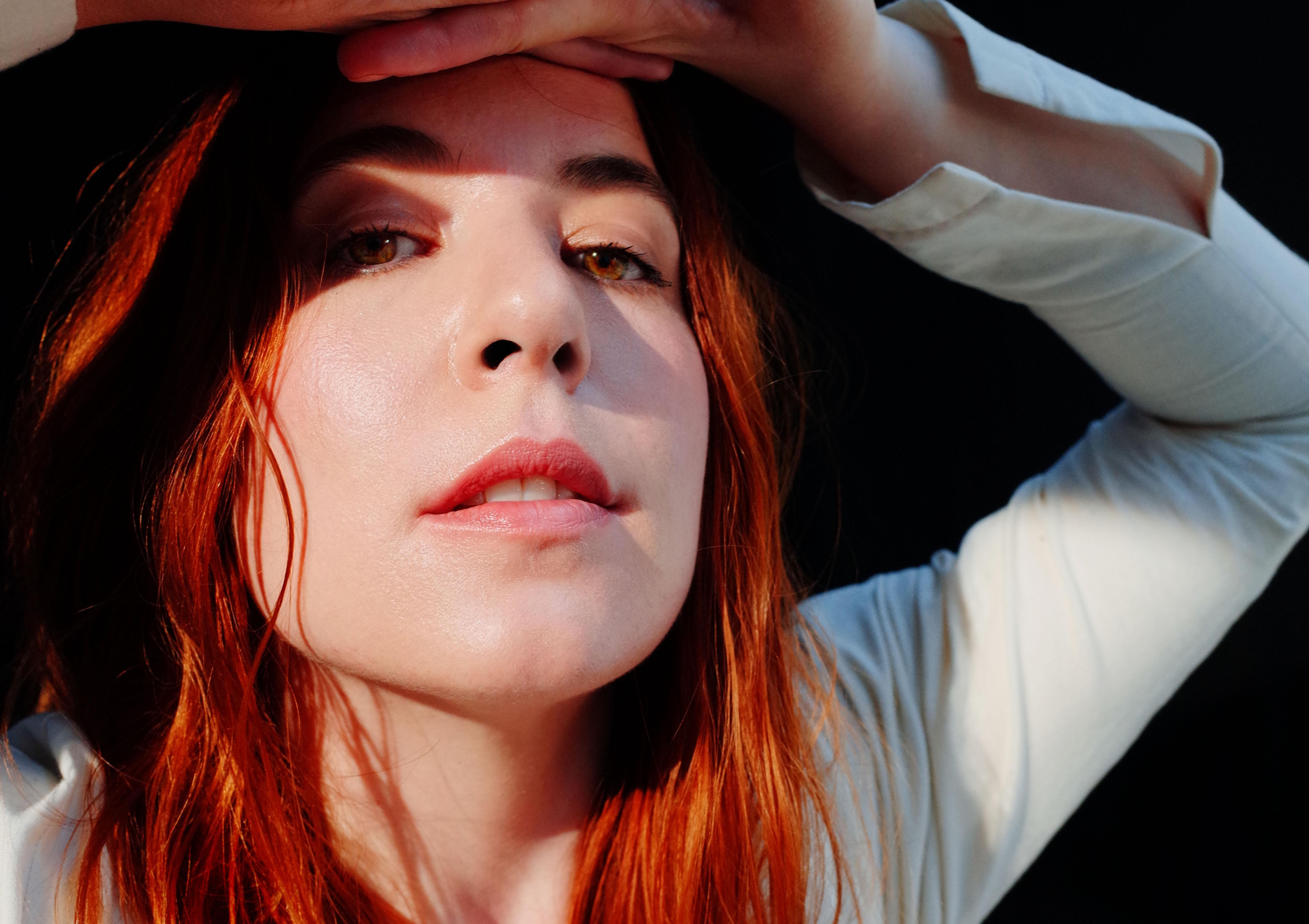 Austra annonce son quatrième album, HiRUDiN