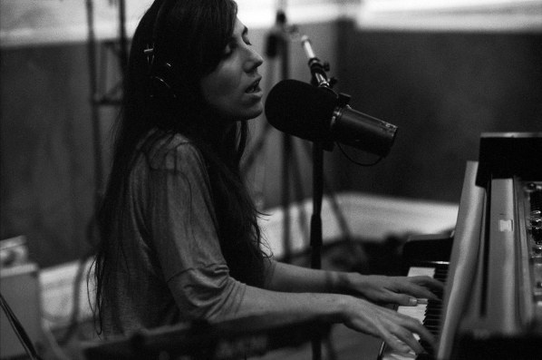 Domino Documents presents Julia Holter live studio album