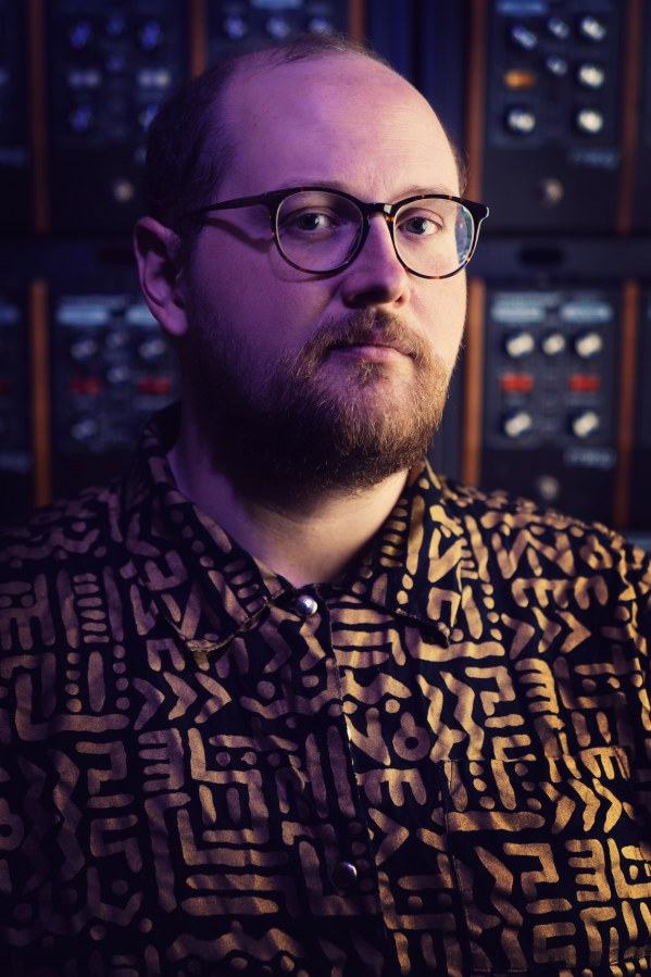 "Dan Deacon releases new single & video ""Become A Mountain"""
