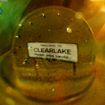 Clearlake - Don't Let The Cold In