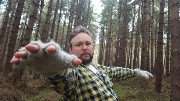 "Richard Dawson shares video for ""Dead Dog In An Alleyway"""