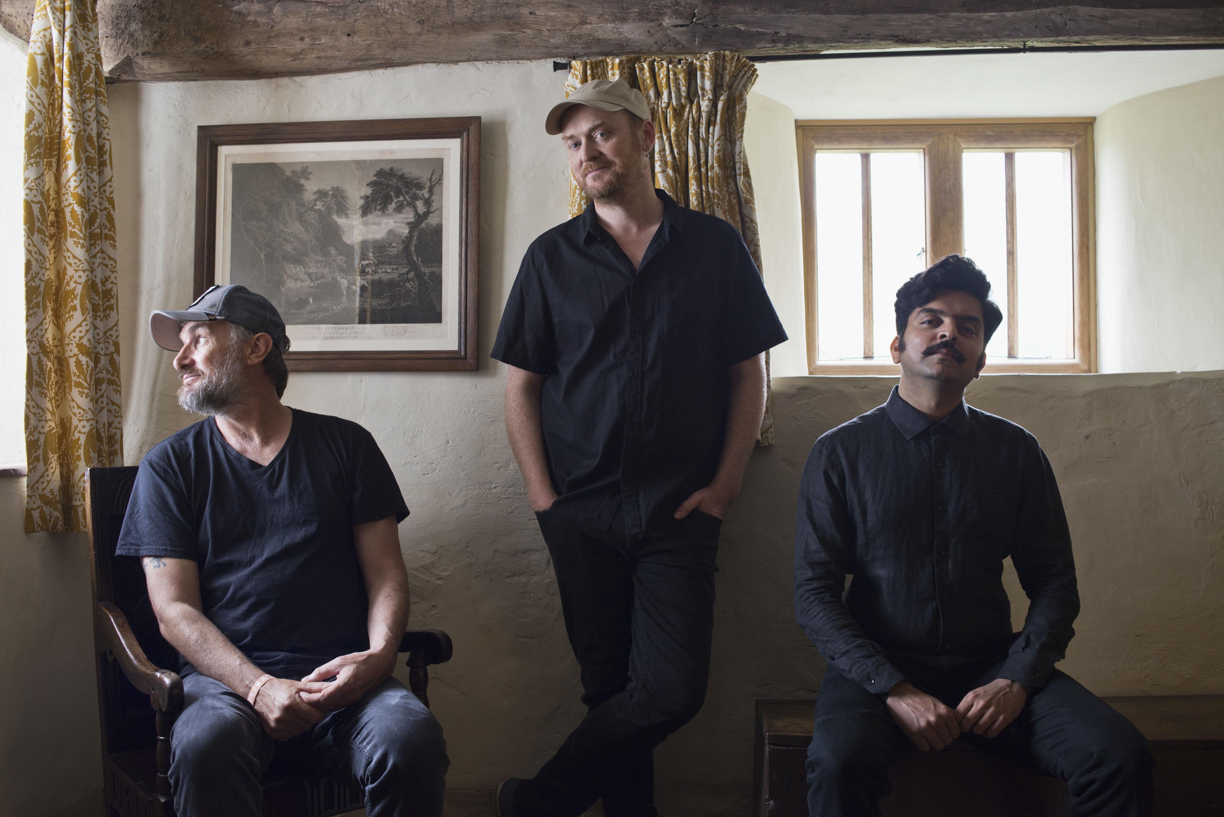 Musique: Navarasa : Nine Emotions, troisième album du trio Yorkston/Thorne/Khan, à paraître