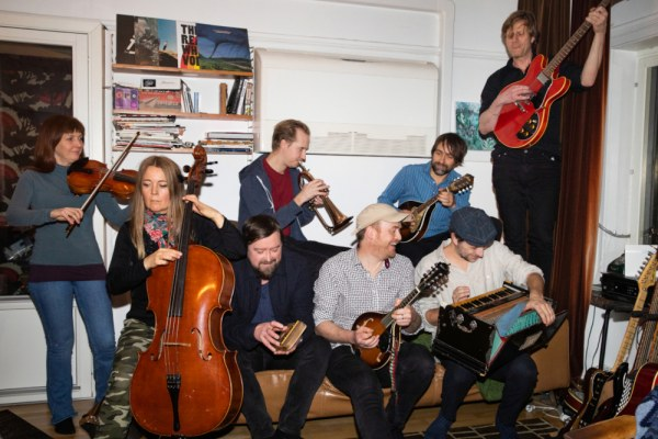 James Yorkston and The Second Hand Orchestra annoncent 'The Wide, Wide River'