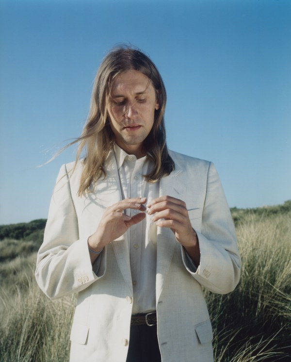 Jaakko Eino Kalevi unveils new single 'People In The Centre Of The City'